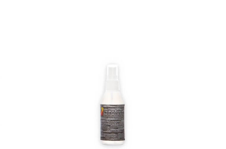 Kaakelimestarin Keramiikka- ja Lasisuoja Kaakelimestarin Keramiikka-  ja Lasisuoja antaa erittäin vahvan ja vuosia kestävän suojan nanotekniikalla kaikille lasi- ja keramiikkapinnoille. Bakteerit, lika, kalkki tms. ei keräänny huokosiin. Aikaa ja ympäristöä säästyy, kun puhtaanapitoon riittää useimmiten puhtaalla vedellä kostutettu pehmeä kangas. Suoja-aineet | Aitokivi